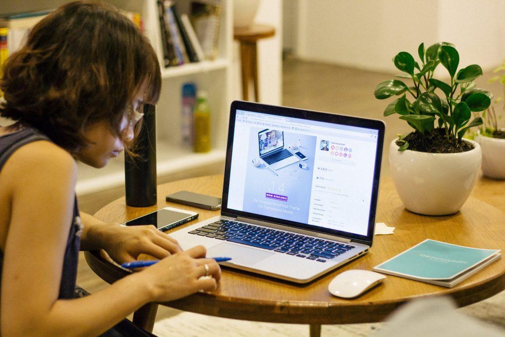 working environment for web developer salary